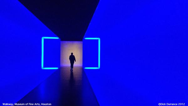 Museum_tunnel.e-card